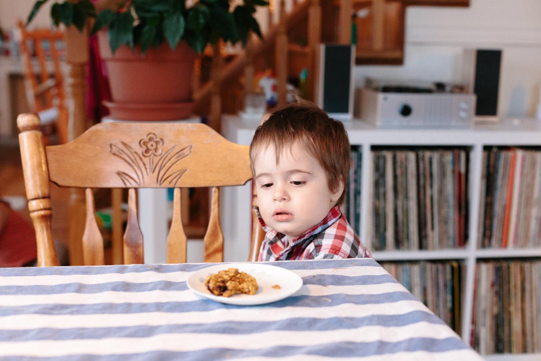 garçon assiette table atelier camion