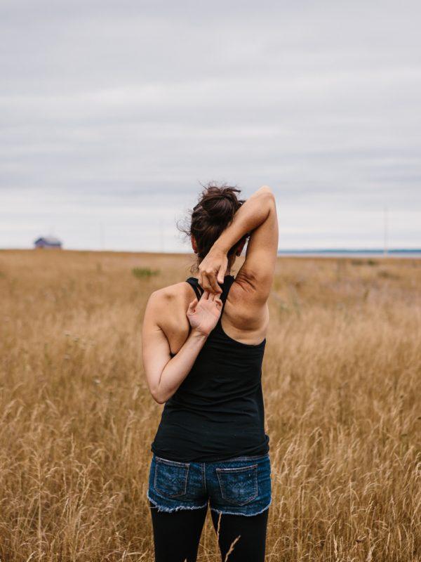 yoga dos Annemarie domaine floravie le bic atelier camion